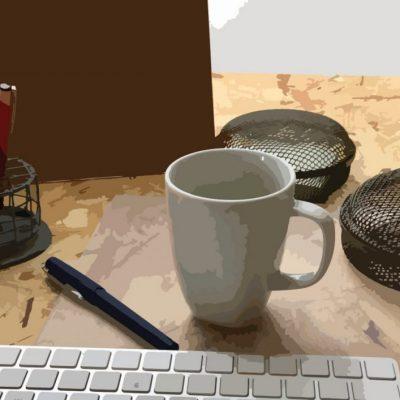 kaffekop tastatur og kuglepen